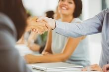 Recrutement- CTIF-ingenieur-commercial-Groupe de personnes serrant des mains