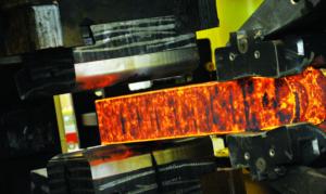 La métallurgie fond des superalliages à base cobalt et à base nickel pour l'aéronautique, le spatial et la défense.
